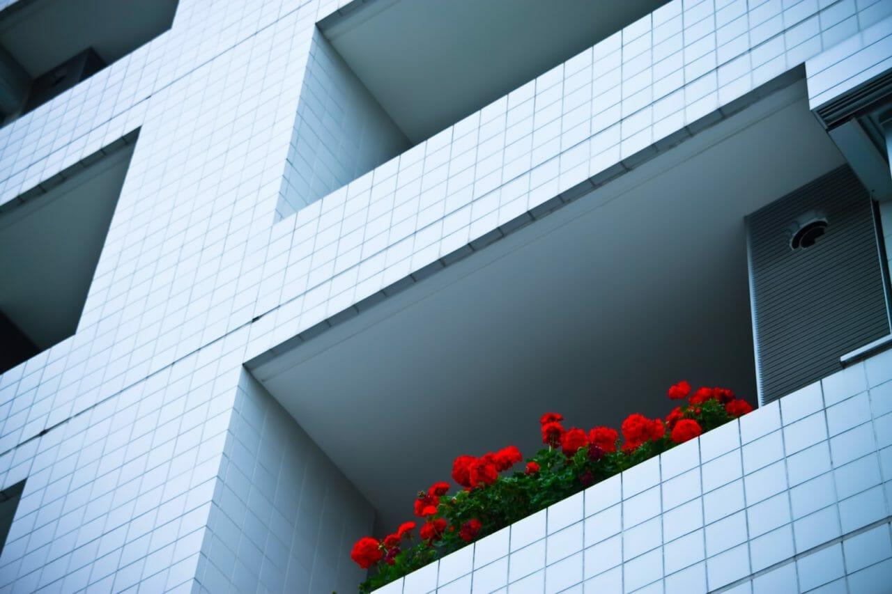 賃貸マンションにベランダ屋根は取り付けできる?