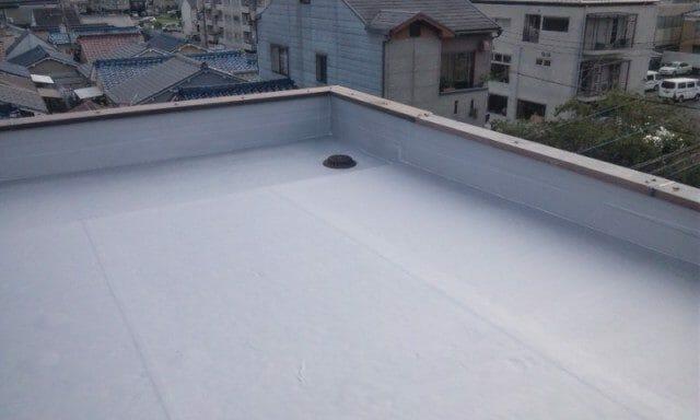 陸屋根のメリット・デメリットは?メンテナンスについても紹介します