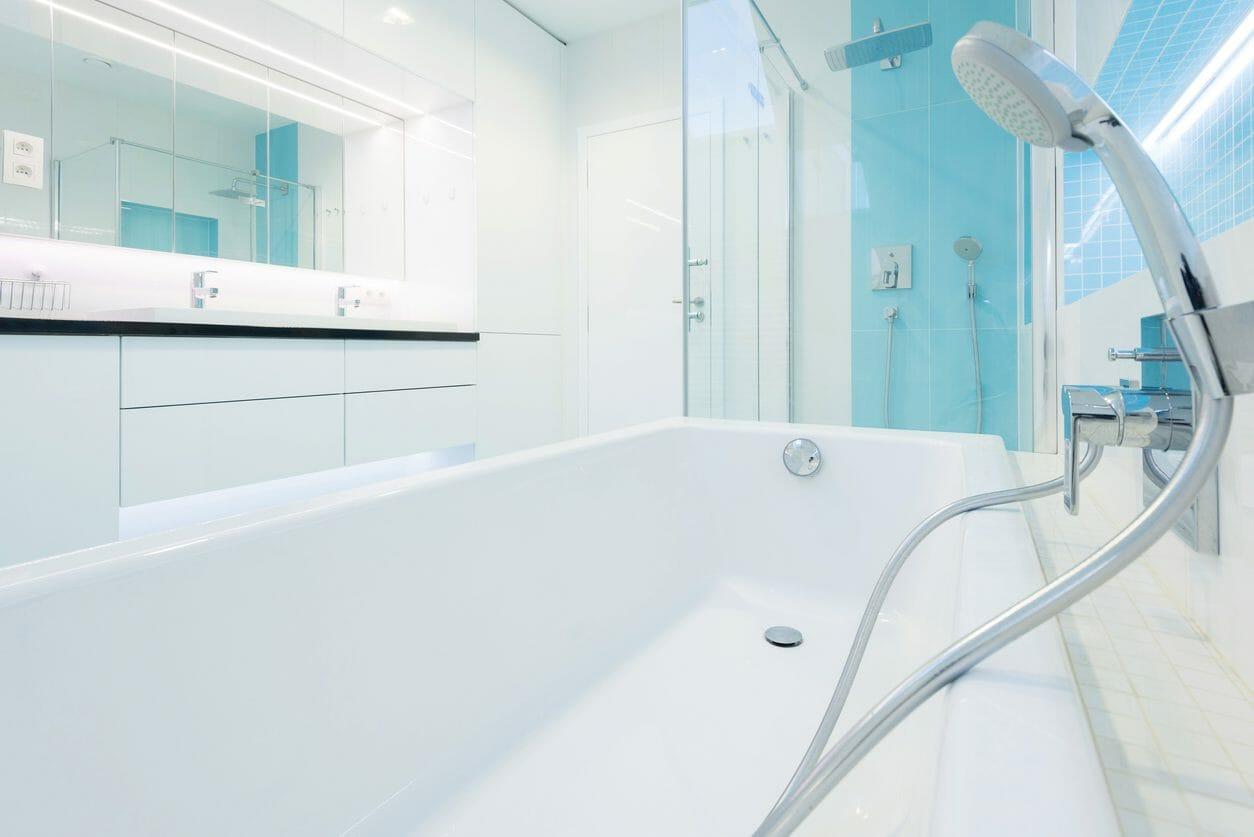 和洋折衷式の浴槽とは?メリットとデメリットを解説します