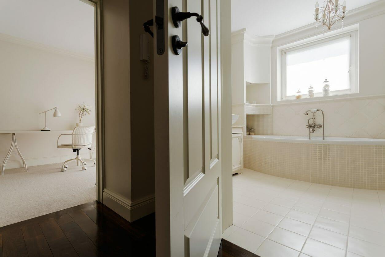 浴室のドアを交換する際の費用とポイントを解説!