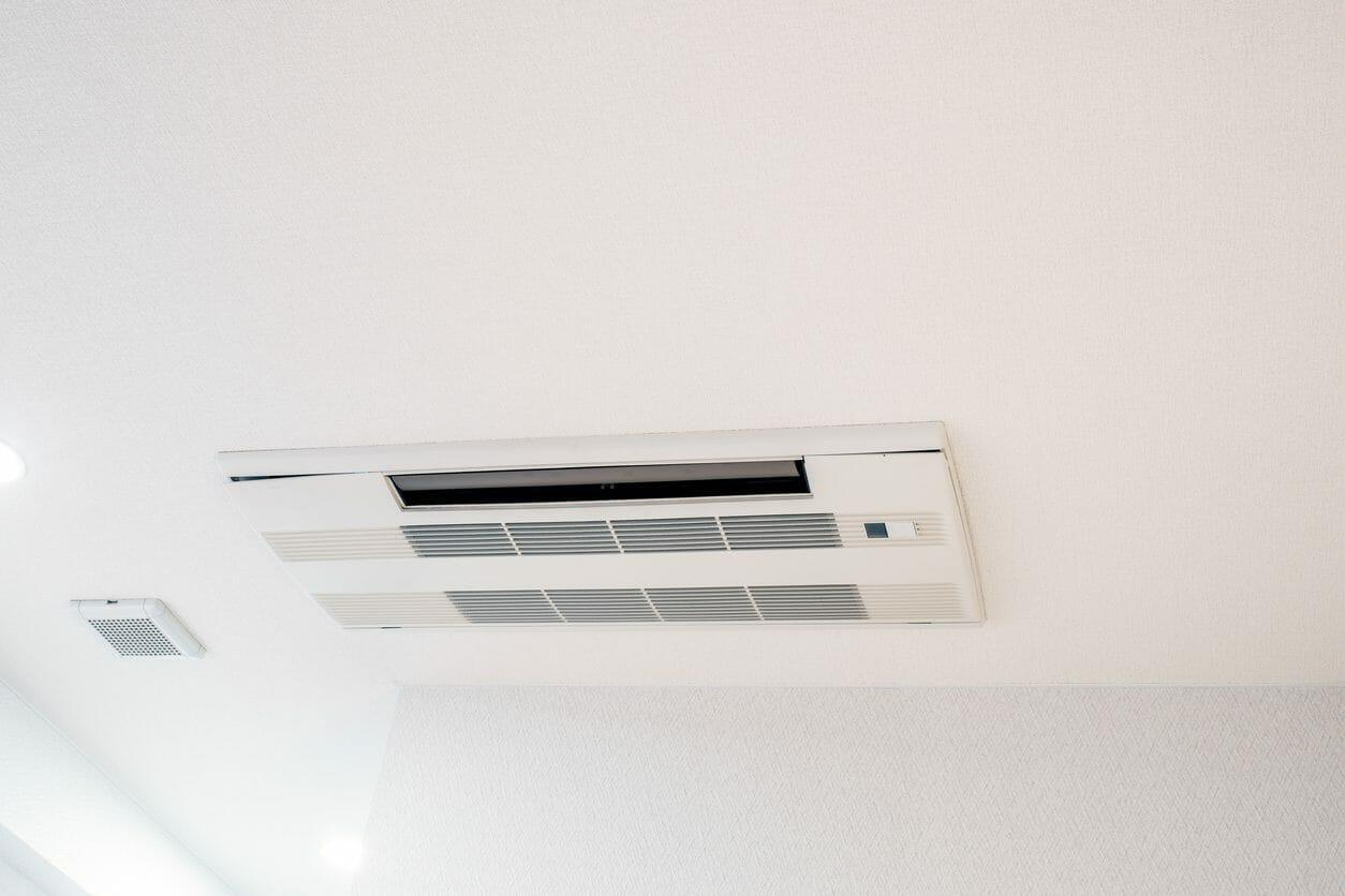 天井埋め込みエアコンを取り付け・交換する工事費用や価格の相場は?