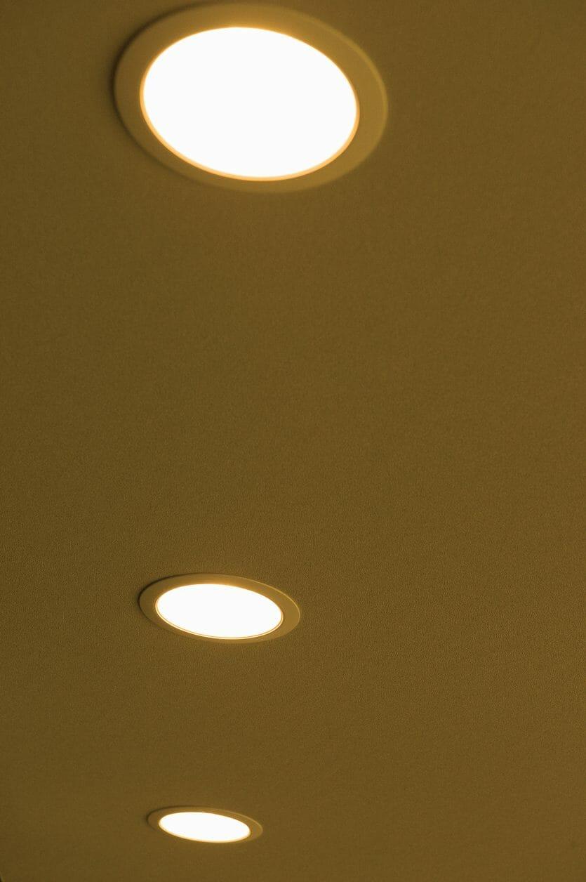 天井にダウンライトを取り付け・交換するリフォーム費用・価格の相場は?