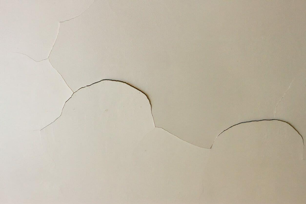 天井の穴を補修・修理する費用は?