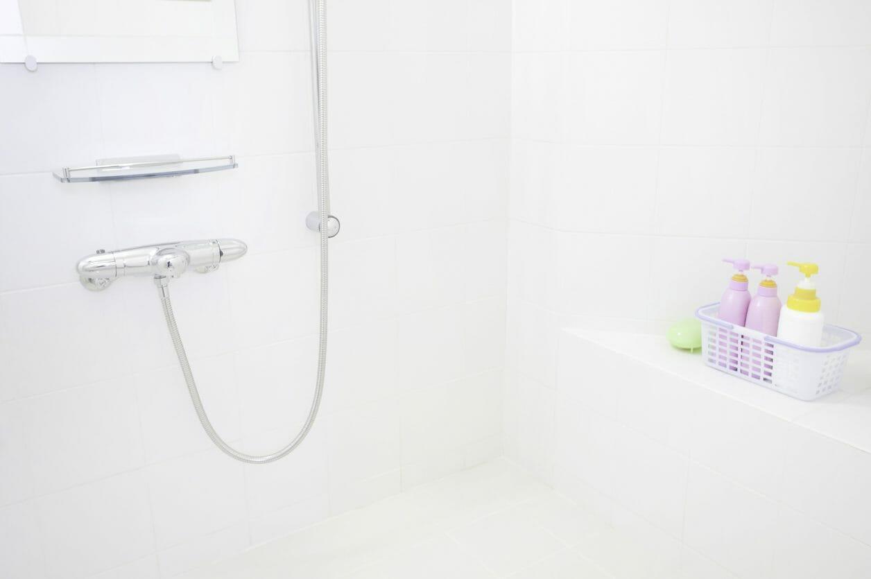 お風呂の浴室の壁面リフォームや塗装・補修にかかる費用は?