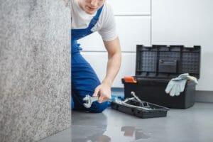 キッチン 水 漏れ シンク 下