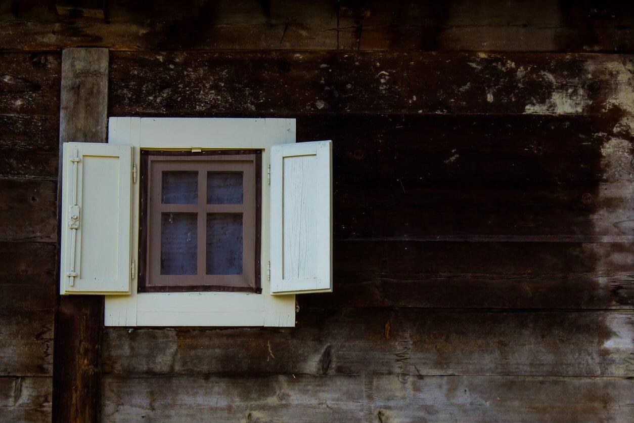 窓を小さくするリフォームの費用は?