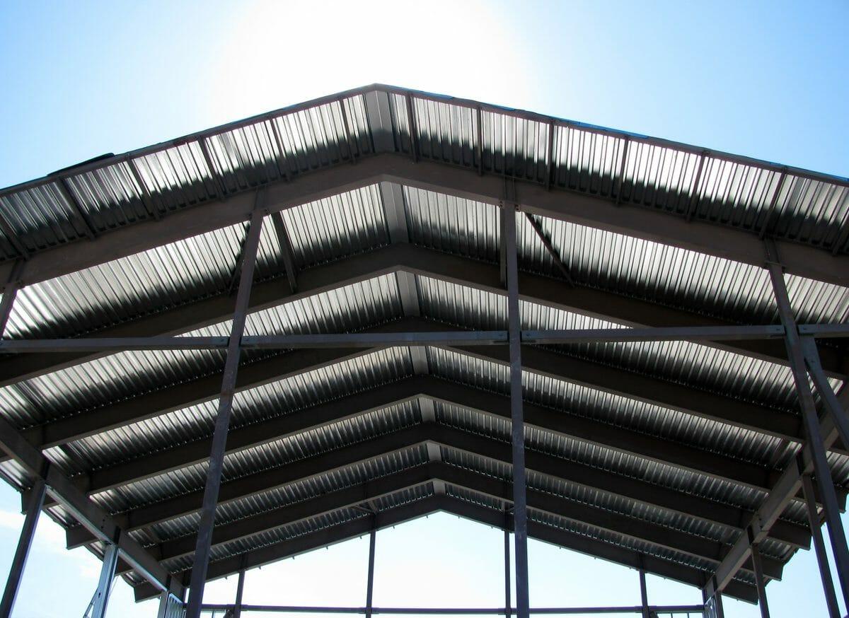 屋上に屋根を付ける際にかかる費用は?