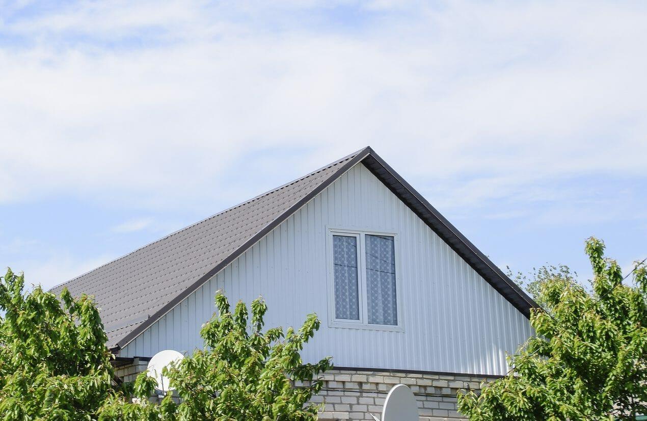 屋根を塗装するリフォームのメリットは?