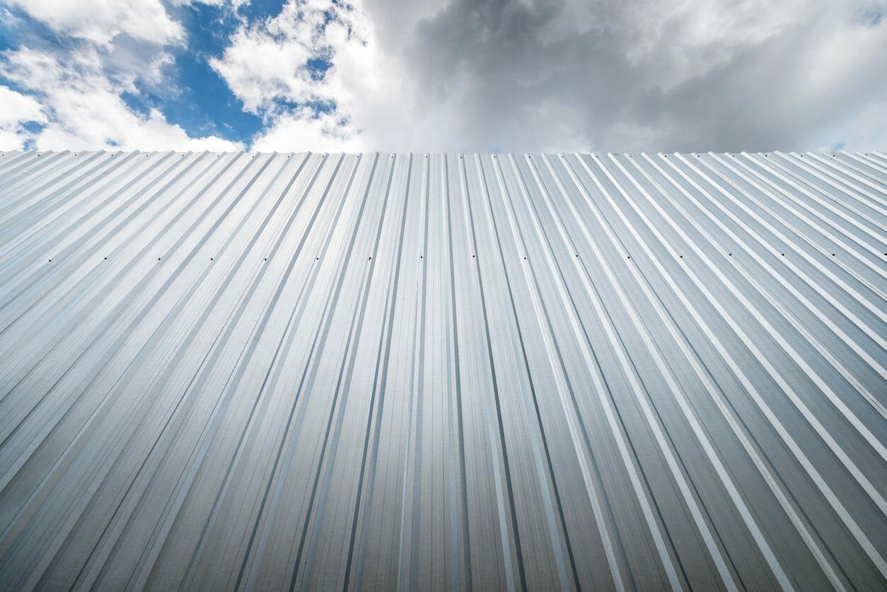 トタン屋根を塗装リフォームする際にかかる費用は?リフォームの流れも併せて解説!