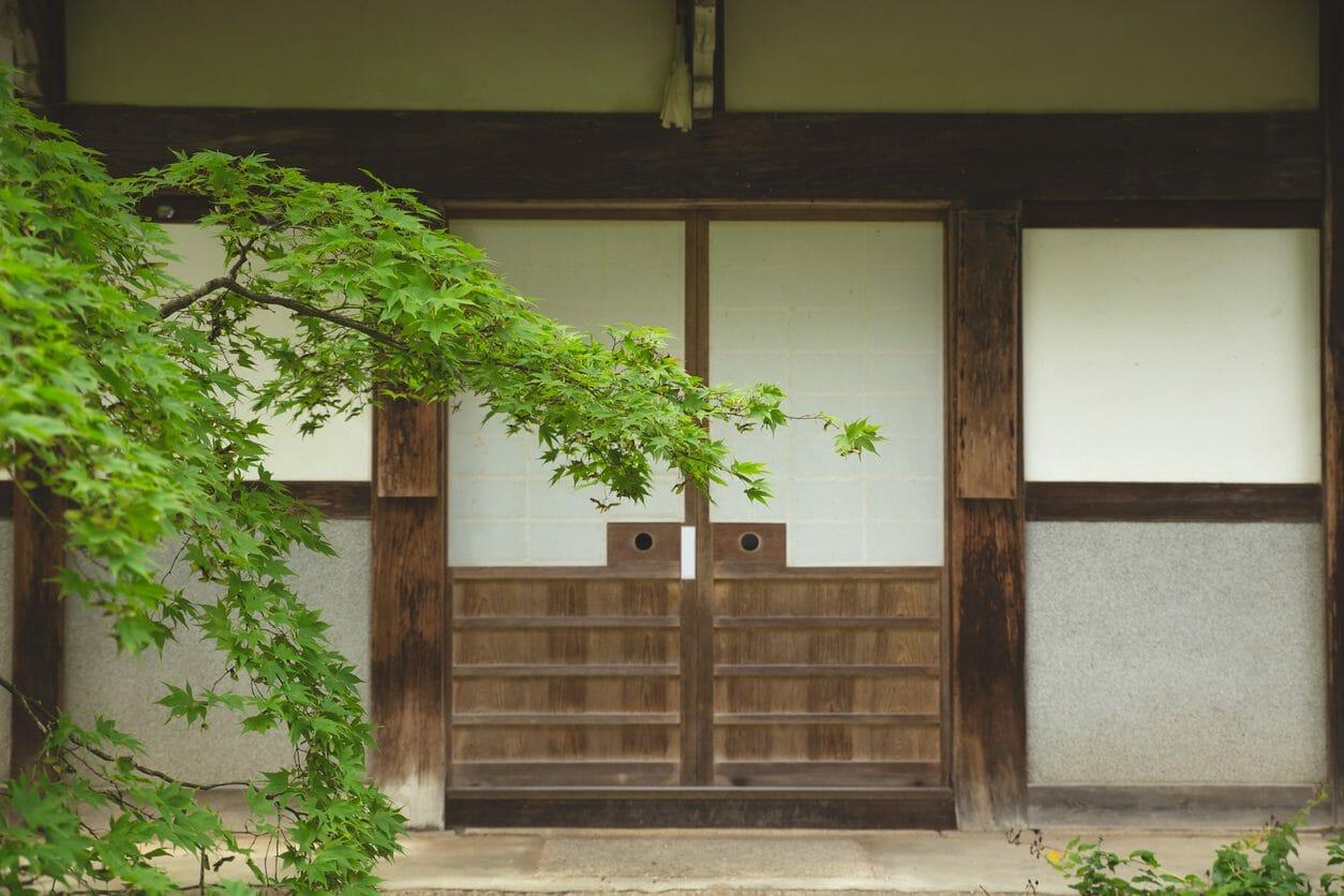 玄関や室内ドアを引き戸にリフォームする費用・価格の相場は?