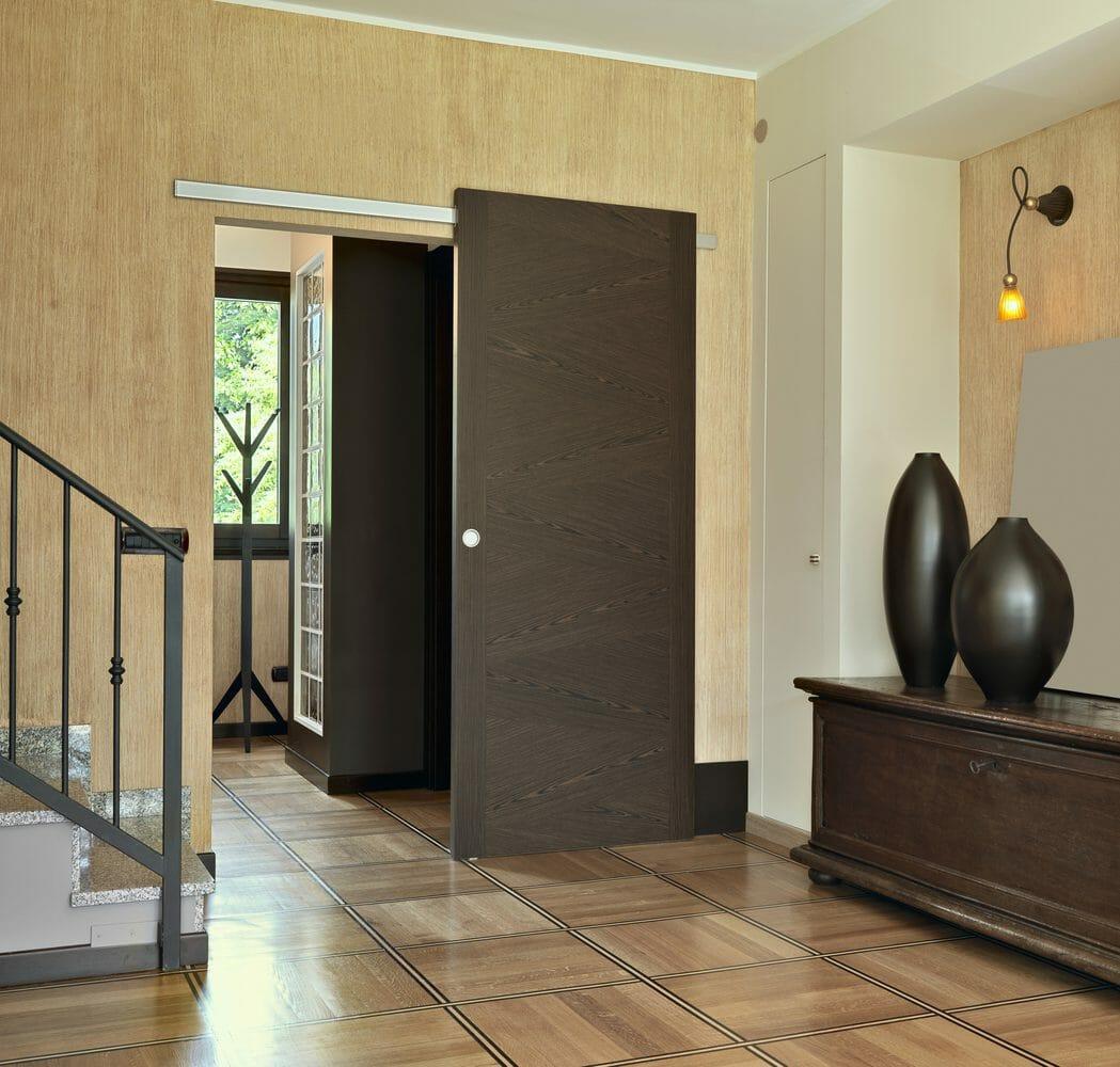 玄関や室内ドアを開き戸にリフォームする費用・価格の相場は?