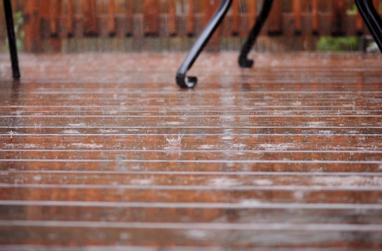 テラスの雨漏りや防水リフォーム工事にかかる費用は?