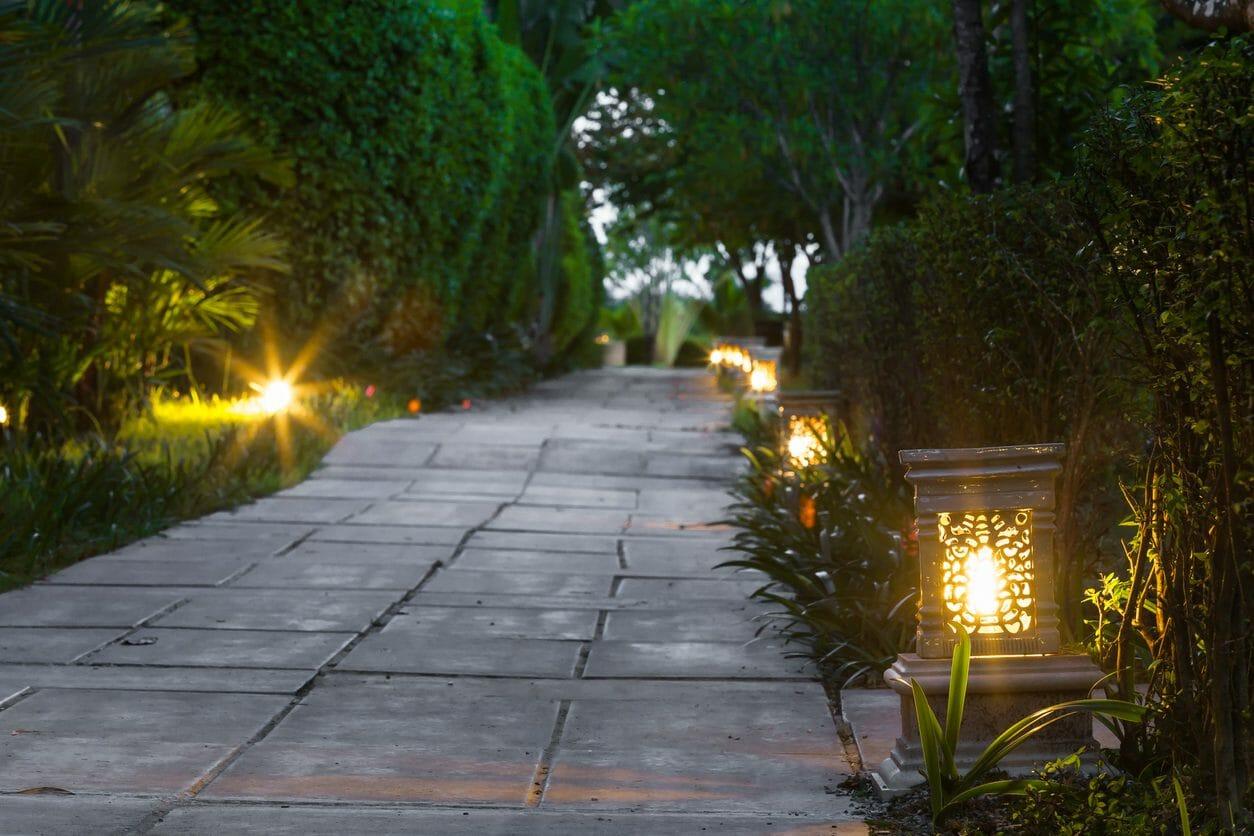 玄関や外構・エクステリアに照明を取り付ける費用は?