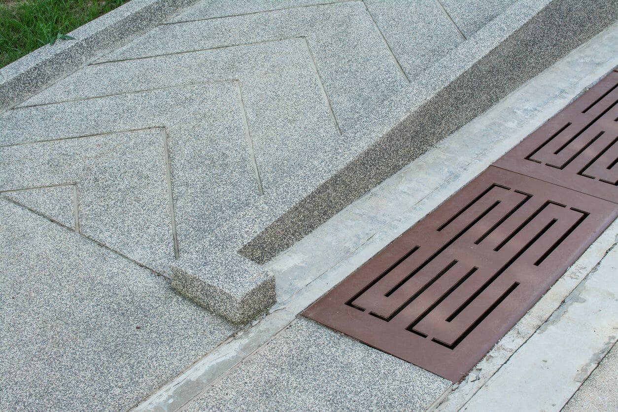 玄関・外構の段差解消スロープや階段のリフォーム工事費用は?